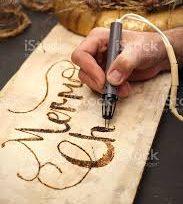 Réaliser des objets de décoration avec la pyrogravure.